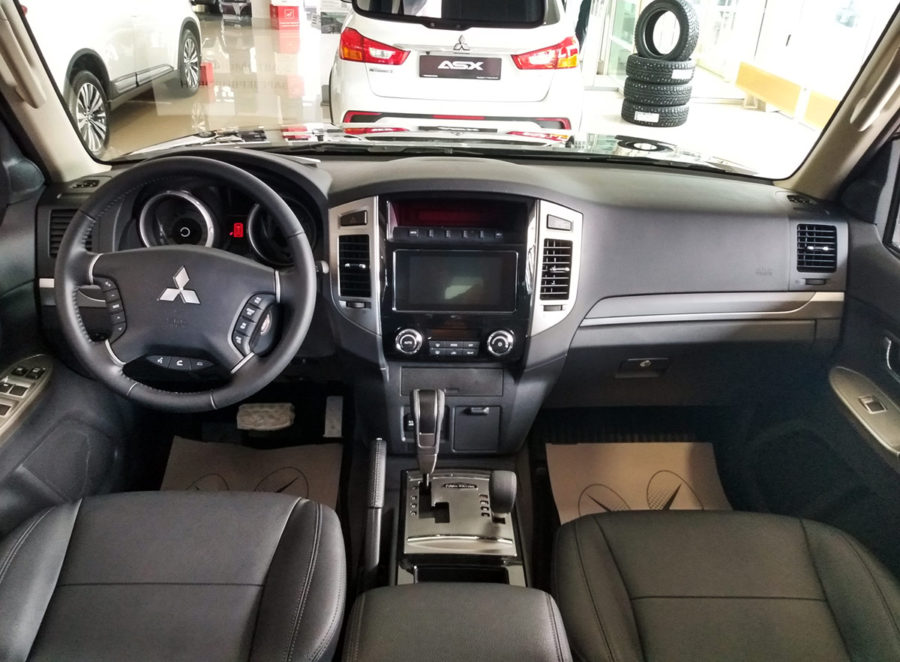 Салон Mitsubishi Pajero Final Edition